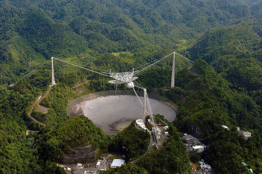 El Radiotelescopio de Arecibo destruido