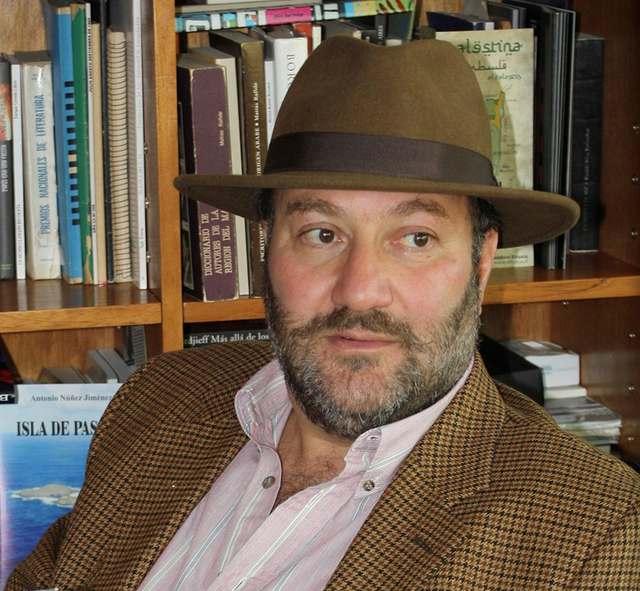 """Theodoro Elssaca:  """"Los poetas somos la medicina del alma"""""""