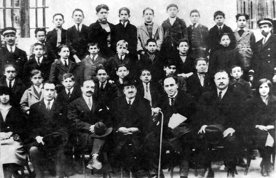 Antonio Machado con sus alumnos de Segovia 1922-1923