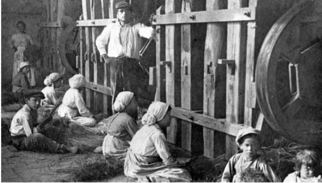 Mujeres picando esparto